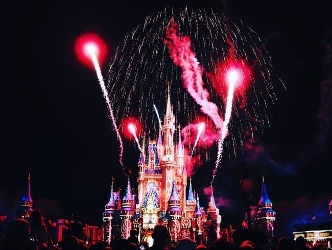 Castillo de Disney con fuegos artificiales